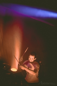 Oli Friedrich drums drummer live mit Vögel Die Erde Essen